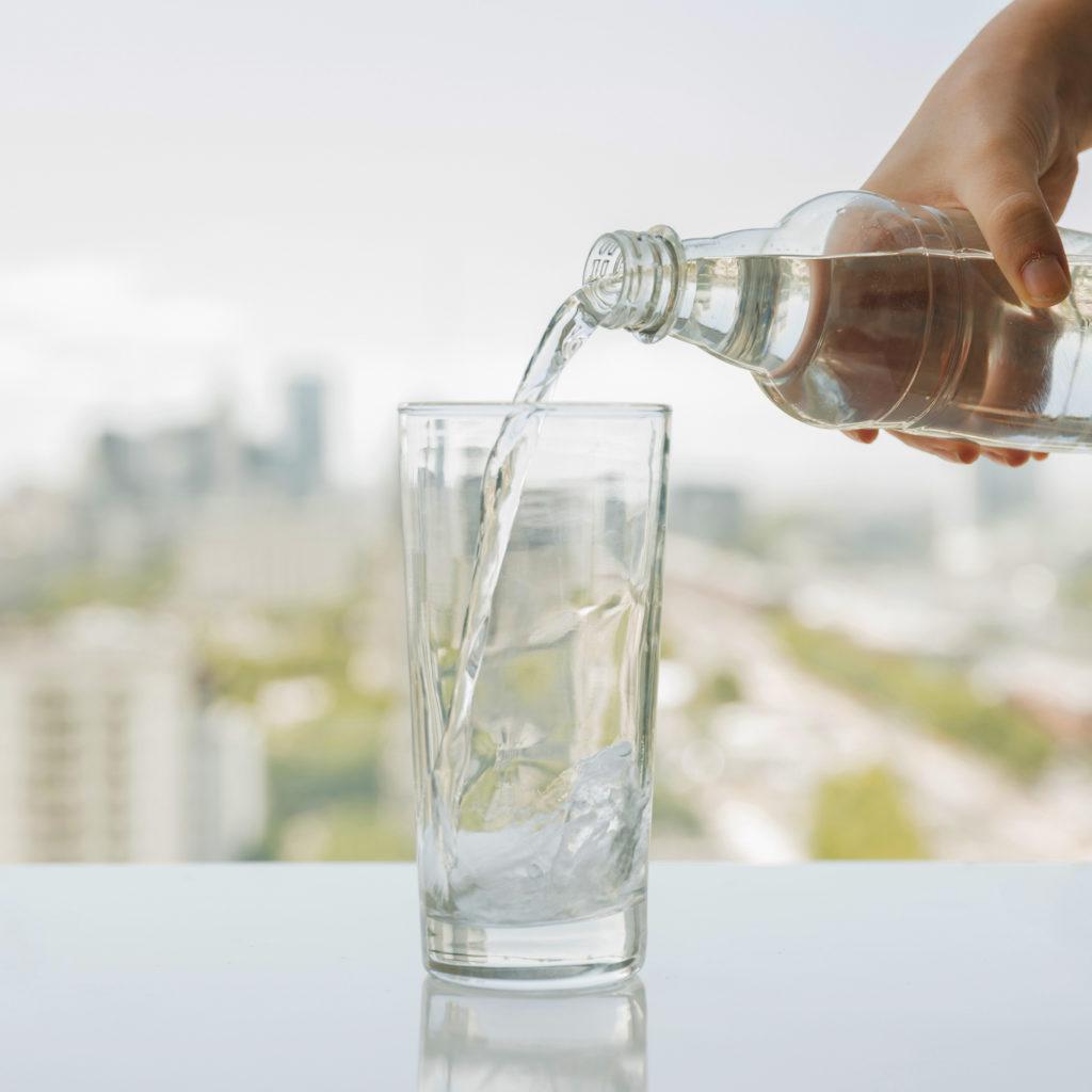 Beber bastante água faz parte do tratamento da anemia perniciosa