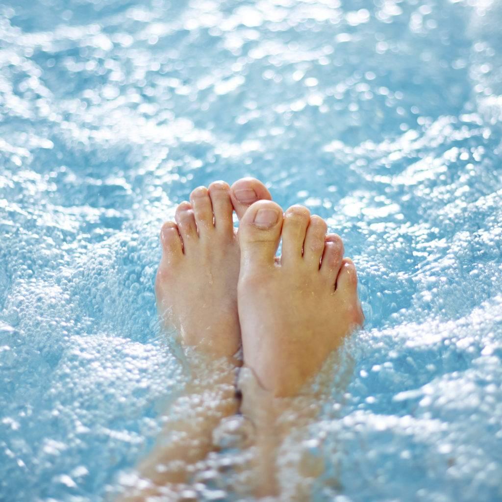 Cuidado com os sapatos de salto alto, eles podem trazer dores nas articulações.