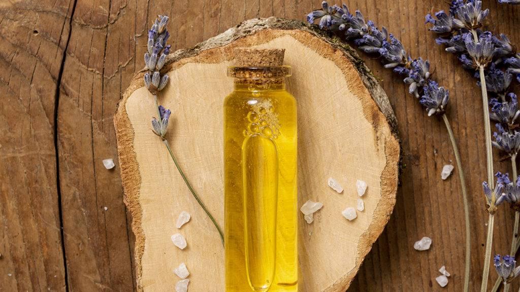 Frasco com óleo essencial para aromoterapia